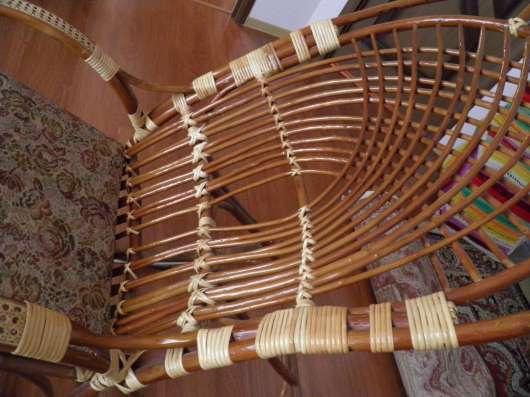 Роскошное плетёное кресло-качалка в отличном состоянии