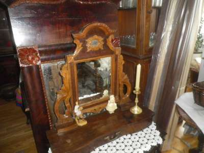 Старинное  накомодное  зеркало