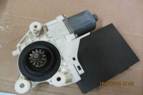 Моторчик стеклоподъёмника передний левый Ford C-Max